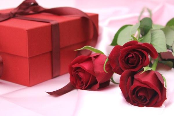 彼氏がプレゼントを上げたくなる彼女