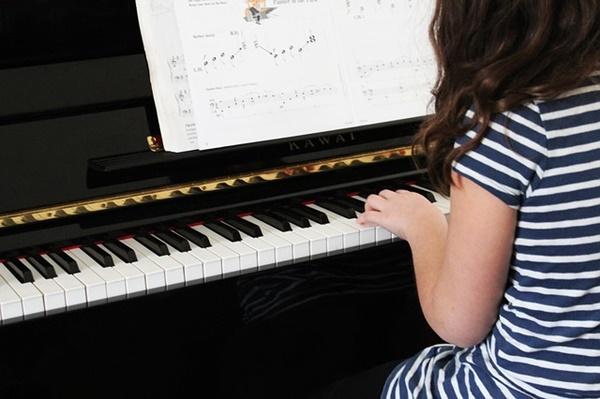 子供の習い事と費用|ピアノ