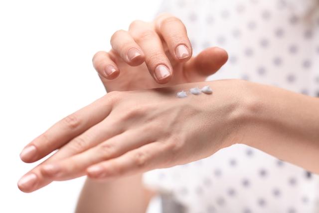 手袋で手の乾燥対策|しみこみやすい