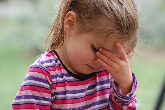 ファスティング中に頭痛がしたら中止した方が良い?原因と対策まとめ