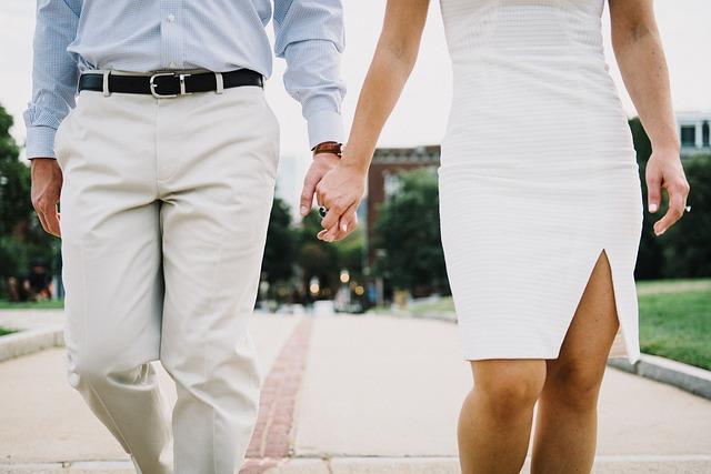 友達以上恋人未満のデート|さりげなく手をつないでみて