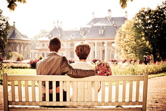 付き合ってない男性とデート|彼女や妻がいるため好きだけど付き合えない