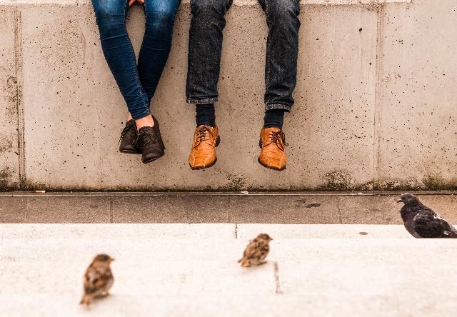 友達以上恋人未満のキス|一緒に遊びに出かける相手