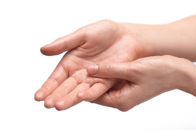 手袋で手の乾燥対策|保湿