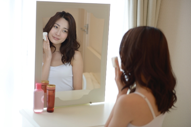 ニキビ跡の美容液|朝晩毎日使用する