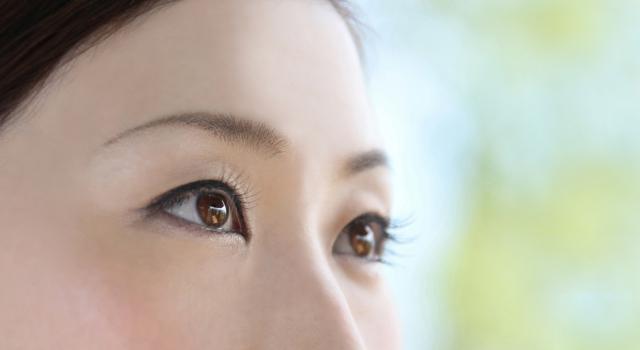 目を大きくするメイク|眉毛メイク