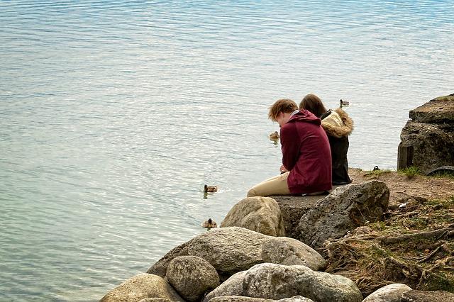 友達以上恋人未満のキス|何でも悩みを打ち明けられる相談相手