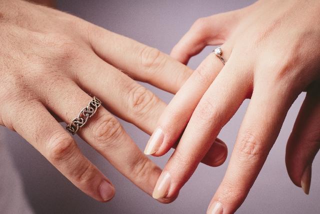 指輪の位置の意味|左手の薬指