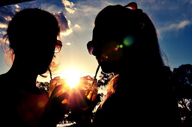 結婚を後悔|独身の友達が楽しそうに見える瞬間
