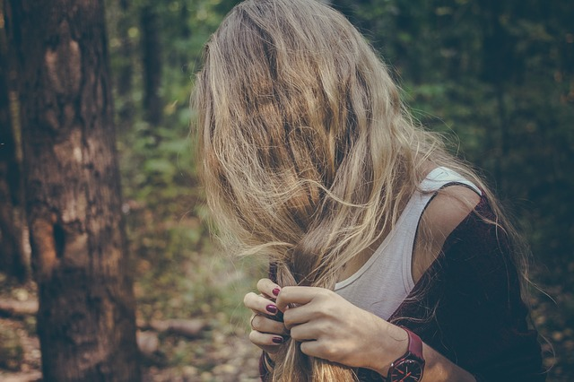 髪の毛のパサつき改善に向けてできること7選