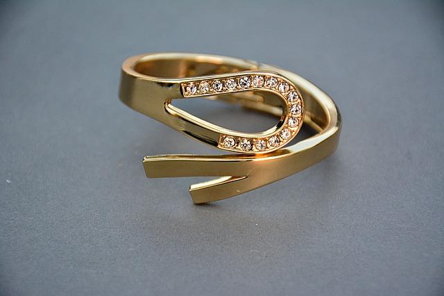 指輪なしのプロポーズ|ファッションリングをプレゼント