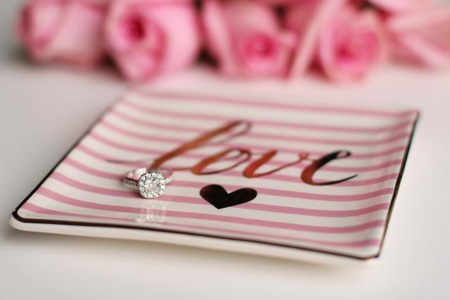 結婚式の受付飾り|ラブストーリー