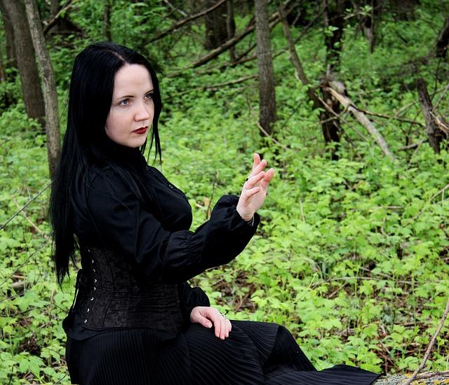 合コンの女性の服装|全身黒は控えて!