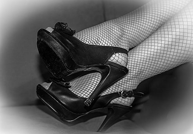 合コンの女性の服装|網タイツは控えるべし