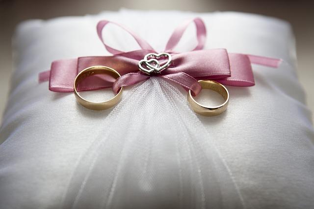 指輪なしのプロポーズ|指輪は結納や挙式までに一緒に買いに行こう