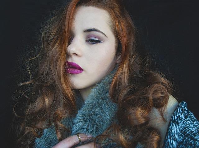 合コンの女性の服装|巻き髪は実は男性ウケしない