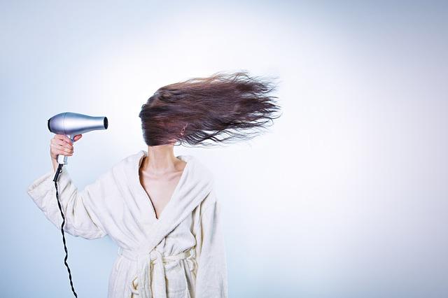 【保存版】髪の毛のパサつき改善におすすめのケア方法7選