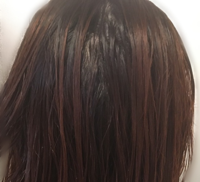 ルメント炭酸シャンプーの使い方|頭全体をぬるま湯で予洗いする。