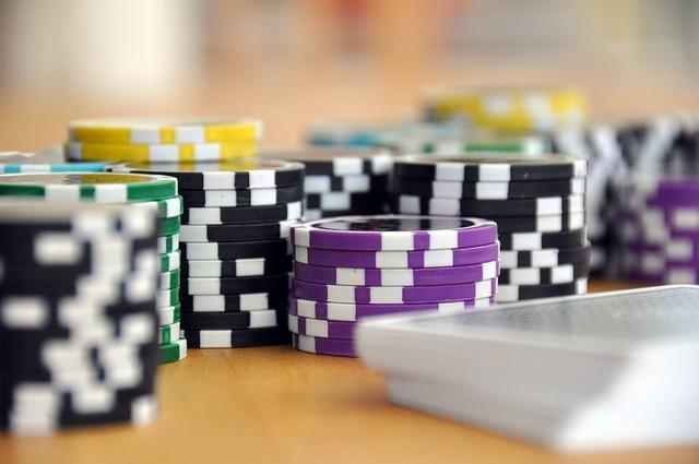 https://pixabay.com/photo-593207/  将来的に結婚を考えるなら、男性の誠実さとは、お金の使い方にも
