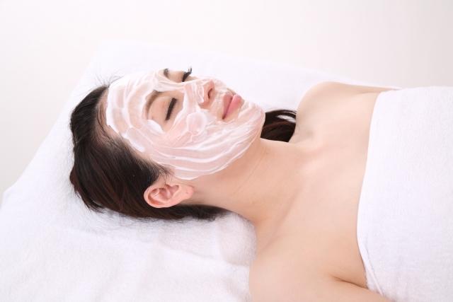 ピーリング効果でニキビやシミ改善?皮膚科と自宅メリットデメリット